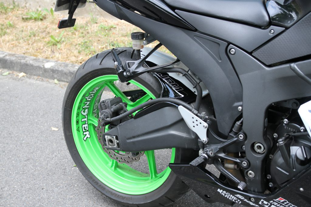 ZX6 R peinture Monster Energy